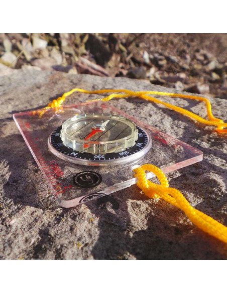 Transparent Waypoint compass with magnifying glass